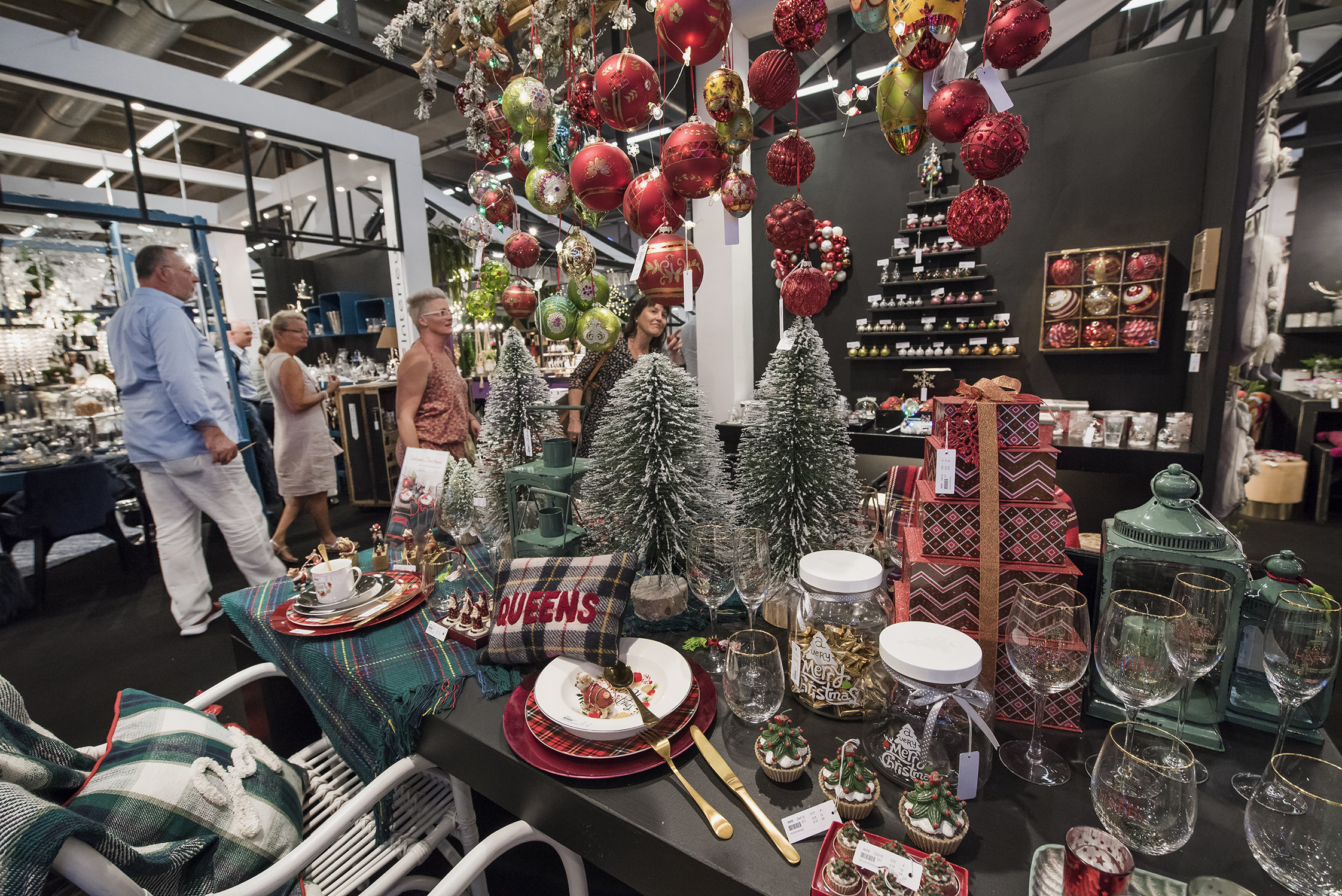 Home accessories, decorations and gifts for the entire year are shown at the Moment Market.
